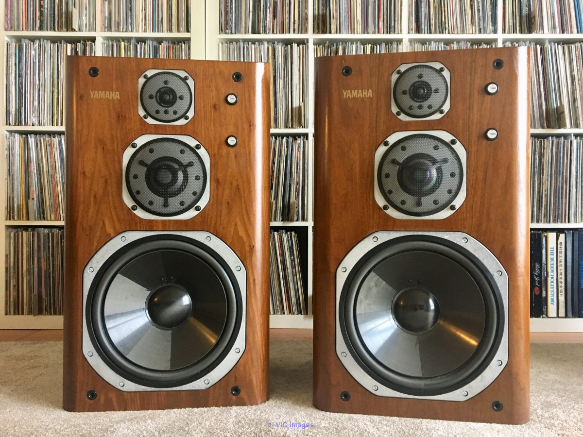 Selling Yamaha NS 2000 speakers